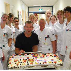 Bakker Wilfried beloont ziekenhuis met mega taart
