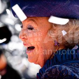 Kringen rond hof bevestigen troonsafstand Beatrix
