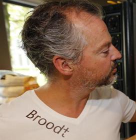 Bakker en slager maken biologisch worstenbroodje