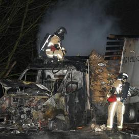 Brand op snelweg door bakkersauto