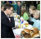 Kinderen ontbijten met Minister Rouvoet en kamerleden