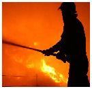 Winkel Bakkerij Paulissen volledig afgebrand, rookschade Dukers
