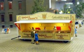 Oliebollenkoning krijgt eerbetoon in miniatuur