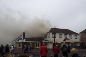 Collega's helpen Berntsen na brand