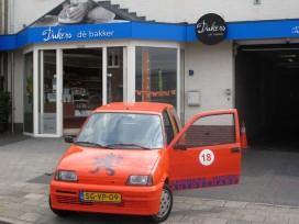 Bakkerij Dukers baart opzien met oranje auto