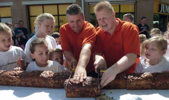Bakkerij Sturkenboom maakt langste krentenwegge