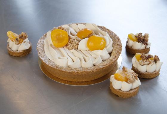 Abrikozen-crèmetaartje met amandel en anijs