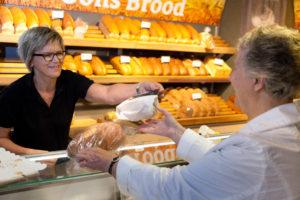 Bij Bi'j Oons staan ervaren verkopers in de winkel.