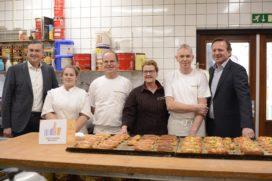 Emile Roemer bezoekt Bakkerij Van den Bergh in Afferden