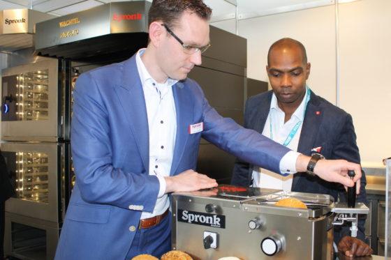 Horecava – Spronk komt met nieuwe broodjessnijmachine