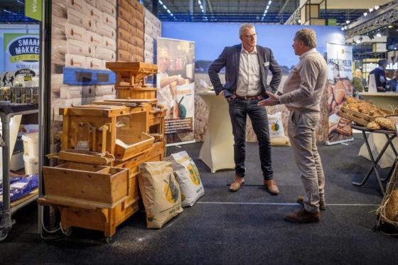 De Ambachtsmolen heeft een kleine maalstoel neergezet.  (C) Roel Dijkstra / Joep van der Pal