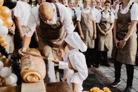 Bakkerij Vreugdenhil feestelijk geopend na forse uitbreiding