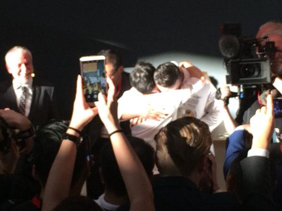 Het Chinese team is in tranen.