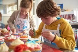 14.000 kinderen bakken cupcakes voor kinderen in Kenia