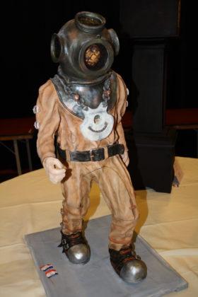 Prachtig en winnend sierstuk van het Team Bakkerij van der Most uit Lemelerveld. De duiker verwijst naar de grote poppen die door de straten van Leeuwarden wandelden, ter gelegenheid van Leeuwarden Culturele Hoofdstad.  Foto's: Anne Mieke Ravenshorst