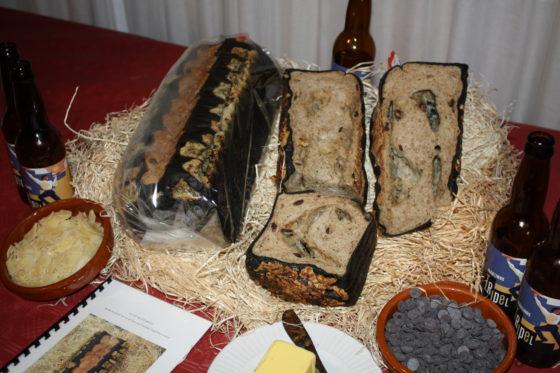 Horeca-bakkers Luuk's Brood&Zoet uit Groningen had de Innovatietrofee ook graag mee naar huis genomen voor deze presentatie van Nutty Black Bread. 'Ik ben gek op experimenteren.'