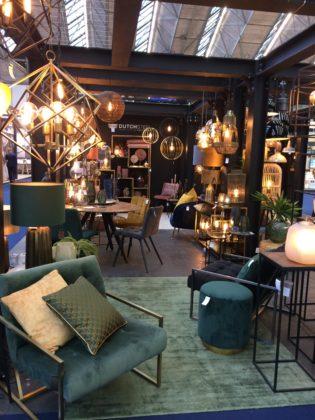 Dutch Steel uit Amsterdam ziet bij bakkerswinkels vooral een voorkeur voor industrieel design. Ook hier de aardse, frisse kleuren.