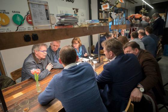 Leden van het Genootschap voor de Bakkerij op een bijeenkomst over Grip op je Grondstoffen: graan bij Bakkerij Van Vessem in Haarlem. Eigenaar Jos Huijbregts geeft een rondleiding in zijn bakkerij in Haarlem.