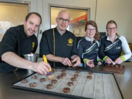 Bakker Meinders bakt Cookies voor Alpe d'Huzes