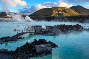 Bij een reis naar IJsland hoort een bezoek aan de Blue Lagoon. Foto: Mountineers of Iceland