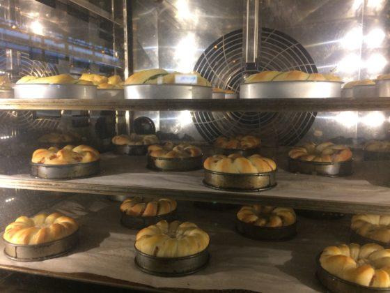 Het BoulangerieTeam geeft creatief vorm aan het thema Guilty Pleasures, zoals deze visbrioches in een pannetje.