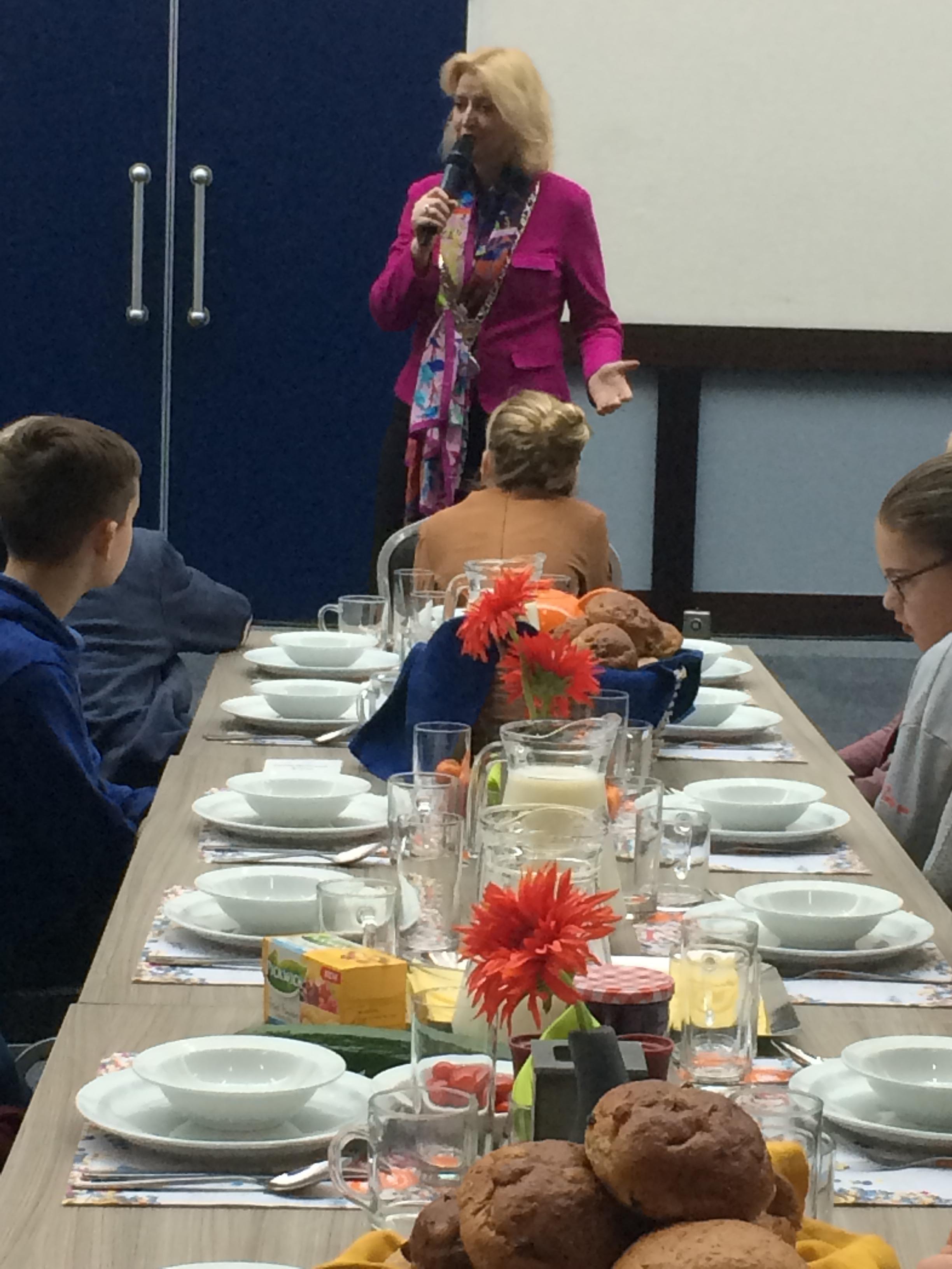 7721ef44bc3 Thema Nationaal Schoolontbijt: Neem de tijd voor je ontbijt ...