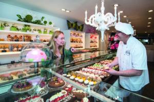 Banketbakkerij Bakker & Koster tevreden over nieuwe vitrines
