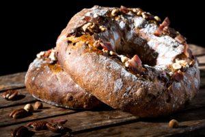 Sesam-noten-spekbrood