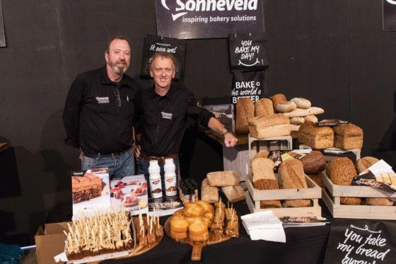 Olaf van Hemert en John Smit van Sonneveld promoten onder meer de Chesnut Cake: kastanjes zijn een trend dit najaar.