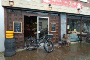 Koorengevel: 'We bezorgen pepernoten en oliebollen op de fiets'