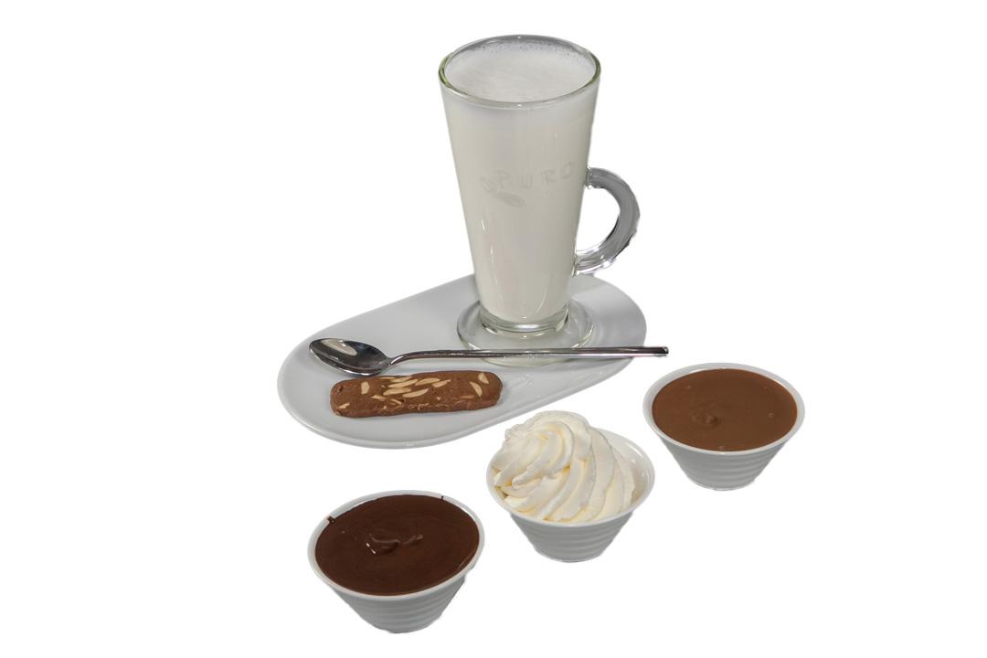 Bij Bakkerij Out mixen gasten hun chocolademelk zelf aan tafel